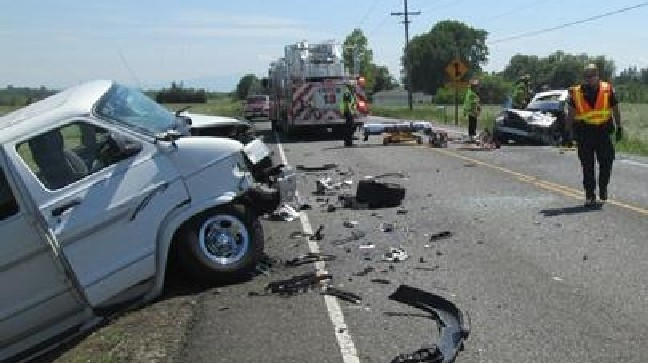 Deadly head-on crash blocks Hwy 20 east of Albany | KVAL
