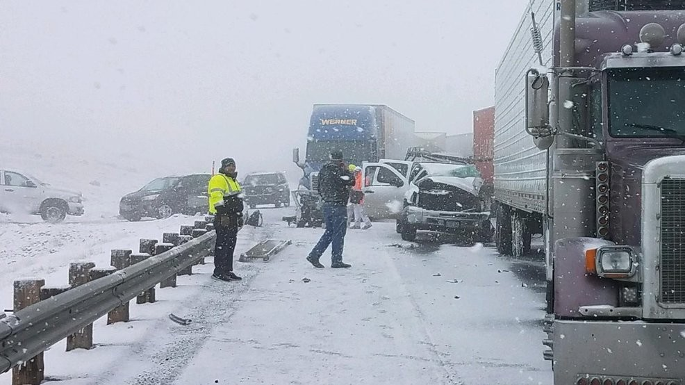 Snow causes several crashes on I-84, westbound lanes closed in E